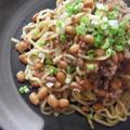 納豆とひき肉の五香粉味噌焼きそば by ちびこさん