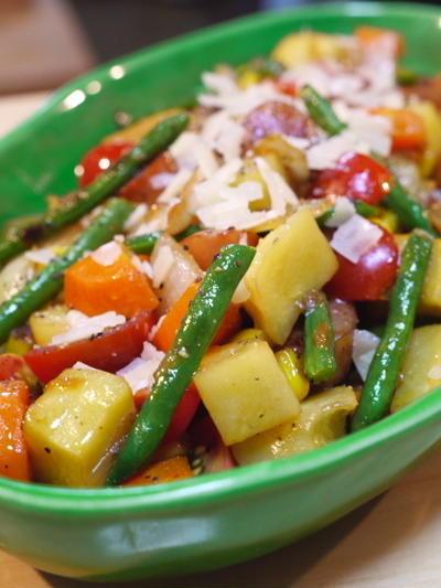 温野菜とソーセージの炒めサラダ