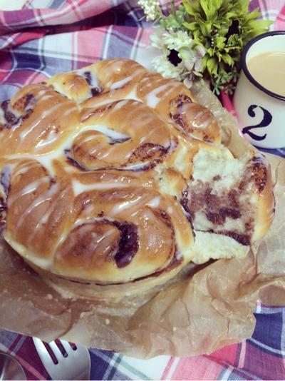 あんこ巻きのちぎりパンに練乳風味のアイシング。と音楽発表会。