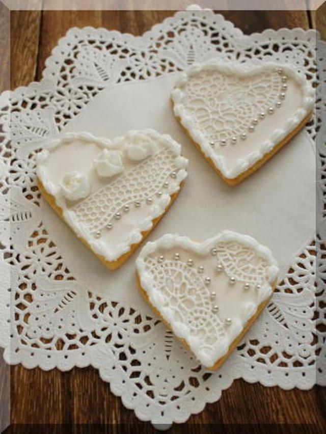 ハート型のクッキーとシュガーベール