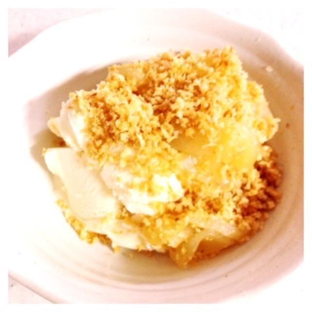 りんごのパン粉クランブル バニラアイス添え
