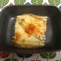 ホワイトアスパラのチーズ焼きパプリカ添え