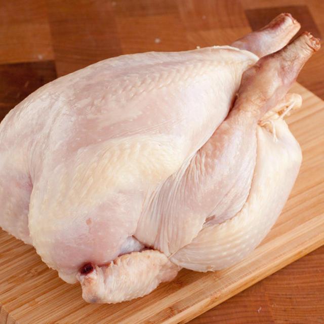 ローストチキンの下処理の動画1鶏の掃除のやり方の動画です。