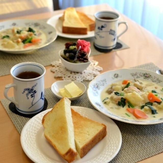 ■ルーいらず、野菜たっぷりの簡単ホワイトシチューでのんびり朝ごはん