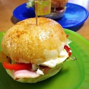 ハムと玉子とパプリカのサンドイッチ朝ごはん☆