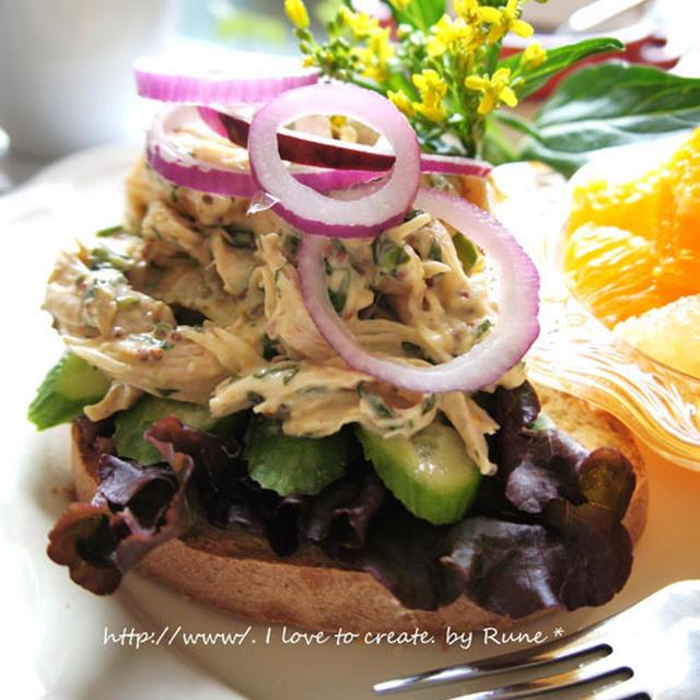 手作り食パンで『胸肉ニンニク焼きバジルマヨ粒マスタードレ』のオープンサンド&紫芋のスープ