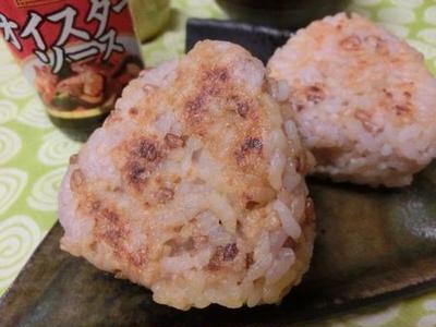 オイマヨ生姜で香ばしい♪ フライパンで焼きおにぎり
