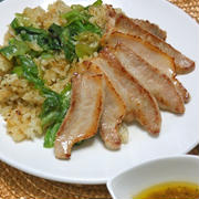 スパイスで減塩!がっつりお肉にさっぱりゴハン〜塩レモン焼き肉とレタス炒飯。