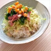 ほうれん草とベーコン生姜のホットサラダ丼〜わさびマヨソース〜