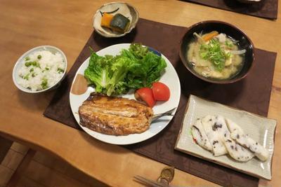 秋刀魚の蒲焼とスナップエンドウで豆ご飯 と エゴノキ ピンク&白♪