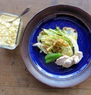 キャベツと蒸し鶏のサラダ 柚子胡椒タルタル添え。