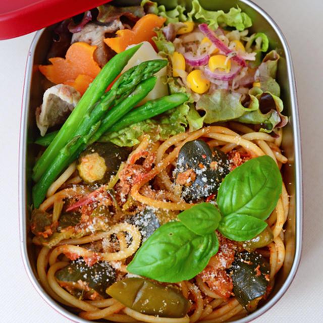 6月25日 木曜日 紫玉ねぎと切り干し大根のパクチー風味サラダ&鰹そぼろとズッキーニのトマトスパゲティ