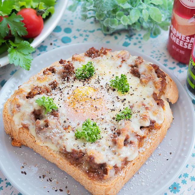 レンチンで♪ミートソースと半熟卵のトースト(*゚▽゚*)♡