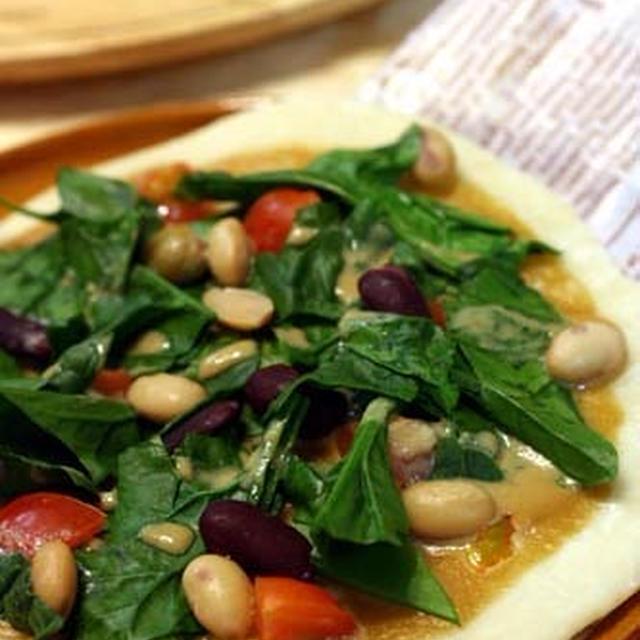 発酵不要!フライパンで簡単♪「蒸し豆と野菜の和風サラダPIZZA」