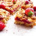 簡単!!ストロベリーとホワイトチョコのクランブルバー/Strawberry & Whitechocolate Crumble Bars by ルシッカさん