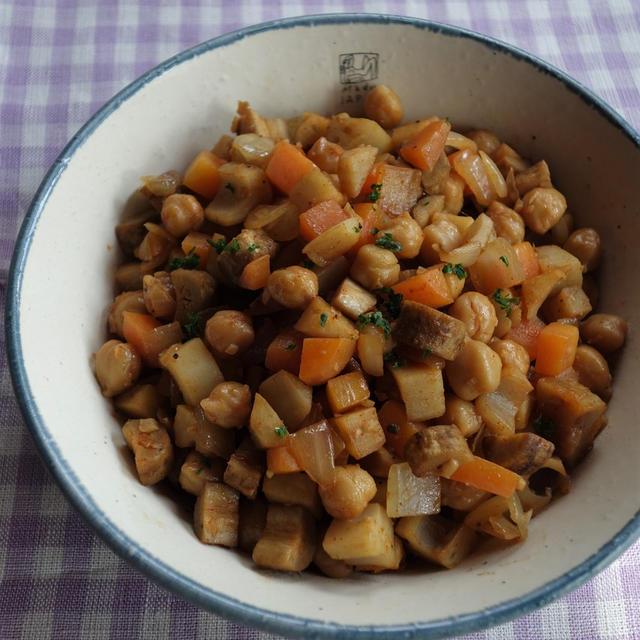 シャキシャキ食感の根菜たっぷりで☆~根菜とひよこ豆のホットビネガーサラダ~