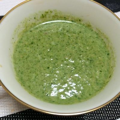 クミンが決め手のほうれん草とくるみのスープ