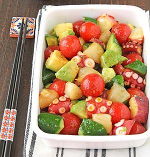 即席10分!魚介とアボカドの柚子胡椒マリネ