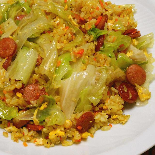 簡単レシピで、たっぷりレタスの炒飯カレー風味。