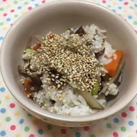 (レシピ)牛丼のタレを使って!牛肉とごぼうの混ぜごはん