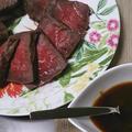フライパンと炊飯器で時短ローストビーフ&ニンニク醤油ソース