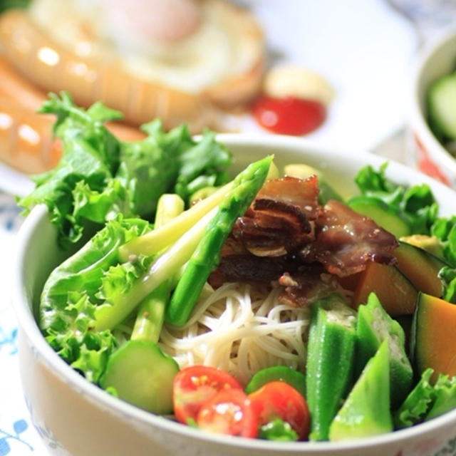 カリカリベーコンと夏野菜のそうめんサラダ