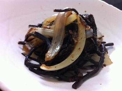 長鹿尾菜と新玉葱と和蘭三葉のさっと煮物