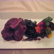 鹿ロース肉のポワレ・ジュニエーブルとピンクペッパー風味