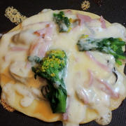 ミニボトルの米油を使って☆ホットプレートで牡蠣と菜の花のチーズお好み焼き♡