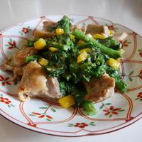 粗切り柚子こしょう&マヨで、鶏肉と菜の花の炒め物