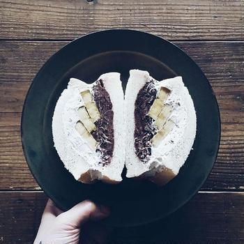 自家製あんこと焼き芋のふわふわ小倉クリチクリームサンドイッチ。