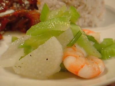 セロリとエビ、山芋のさっぱりサワーサラダ。