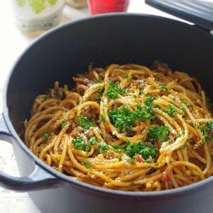 お鍋1つで煮込むだけ!話題の「ワンポットパスタ」レシピ4選