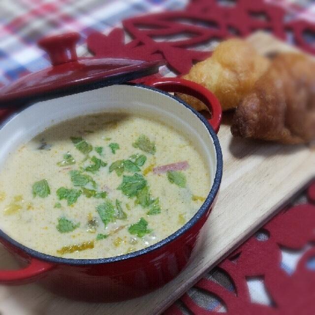 ココナッツ味のトムヤムスープ