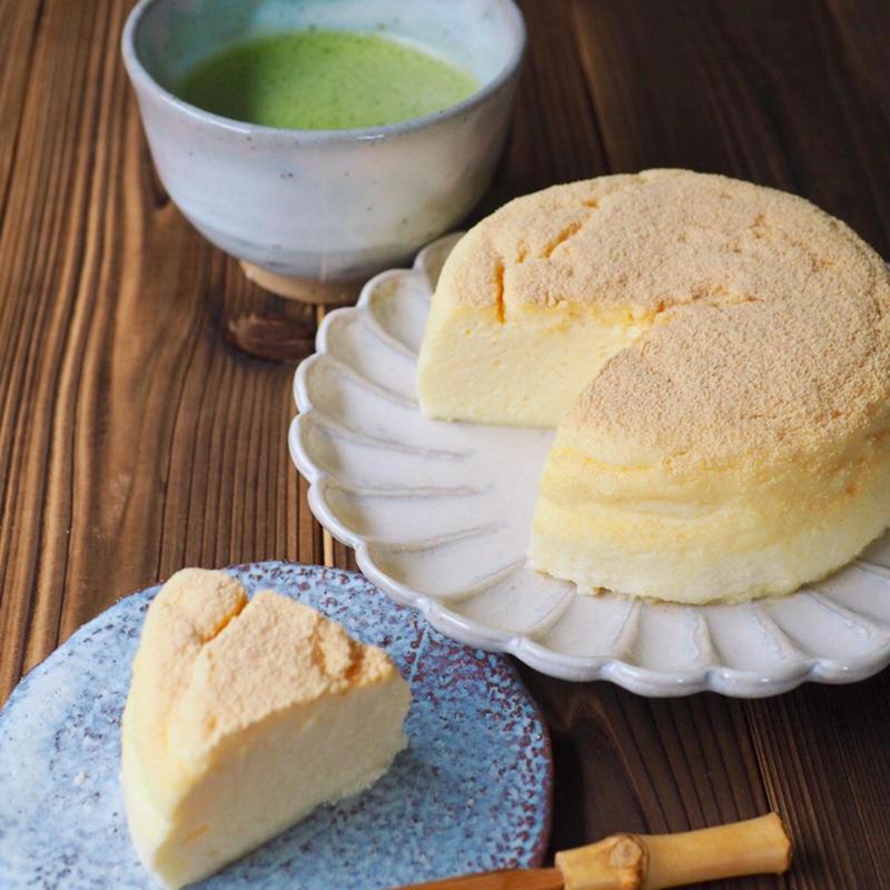 ■瞬溶け!お豆腐チーズケーキ<br><br>人気シリーズ。瞬溶け(口に入れた瞬間に溶ける)のスフレチ...