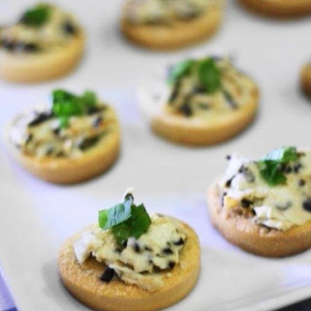 クリームチーズと塩昆布の麩ルスケッタ