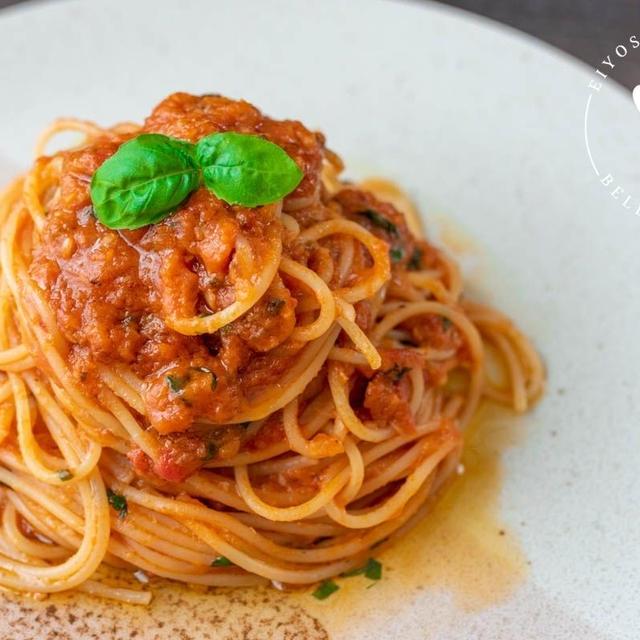 ニンニクを丸ごと!?アンチョビとニンニクのトマトパスタのレシピ・作り方
