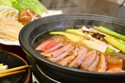 【たっぷり焼きねぎ ねぎま鍋】体が芯から温まります!