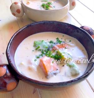 アンチエイジングに♪ルウなしで濃厚な☆鮭とアボカドのチーズシチュー♡レシピ