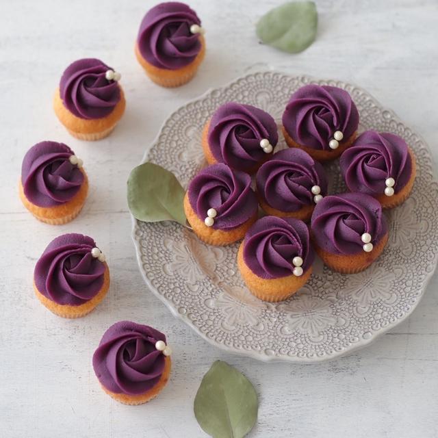 紫芋ペーストで可愛いバラのカップケーキ