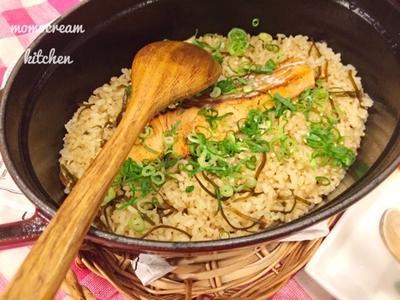 お鍋で12分!秋鮭と塩昆布の簡単炊き込みご飯