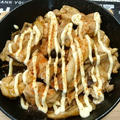 スキレットで鶏もも肉ときのこのガリバタウマソース焼き