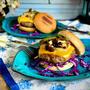ぎゅっと旨味がつまったハンバーガーっ!美味しいハンバーグパテの作り方&キノコソース