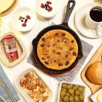 お手軽に作れての~んびりすごしたい休日の朝食などにぴったり~!スキレットで作る~♪シナモンの香りのアクセントが最高~☆バナナとレーズンのクラフティ -Recipe No.1614-【Japanese】