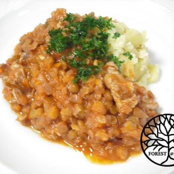 レンズ豆と豚肉のトマト煮込みでいただくマッシュポテト