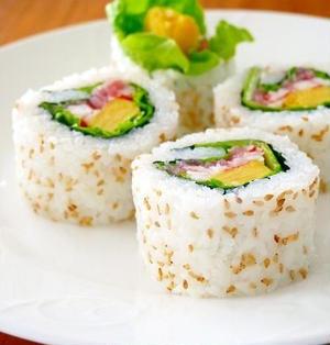 彩りサラダ巻き♪裏巻き寿司を上手に作るコツ!パーティーに作りたい簡単おもてなしレシピ【節分恵方巻き】