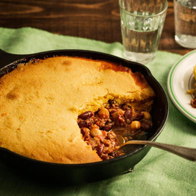 チリビーンズとコーンブレッドのキャセロール*ロッジ公式レシピ