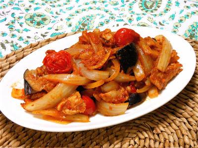 おかずにもおつまみにもいい、豚肉とたっぷり野菜の!チリトマ炒め。