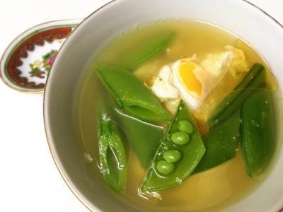 『落とし卵のスナックエンドウ中華スープ』