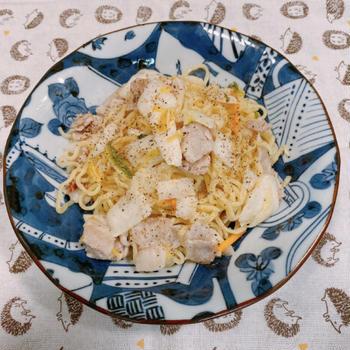 東海漬物「白だし仕立て 割烹白菜漬」を使って、だしの風味がおいしい!豚バラ肉と白菜漬けの焼きそば